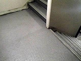 床面油染み除去・洗剤洗浄